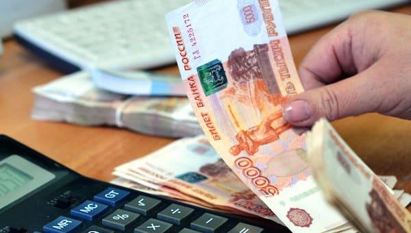 Выяснилось, кто больше остальных зарабатывает в России