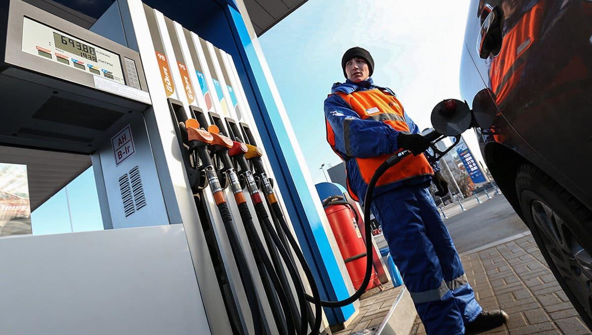Обосновать рост цен на бензин потребовала ФАС от владельцев подмосковных АЗС