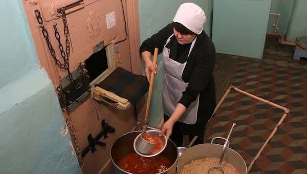 Зачем российские заключенные объявляют голодовку и есть ли в этом смысл
