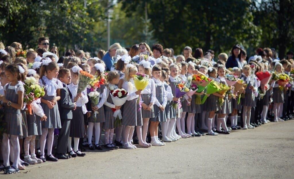 В школах Серпухова отменяют школьные линейки