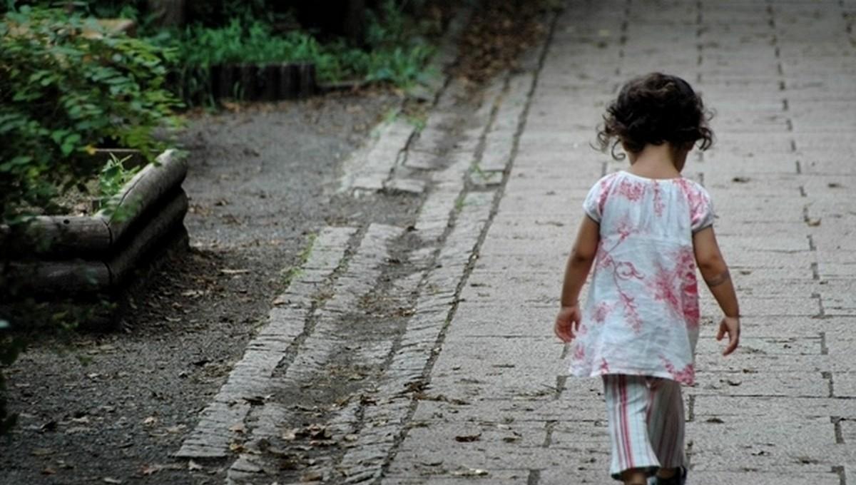 В Подмосковье двухлетку выгнали из дома с вещами