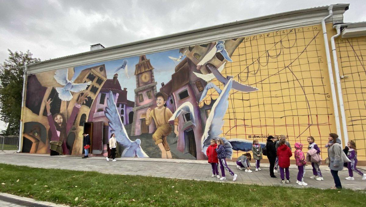 Жители Серпухова приняли новые граффити в штыки