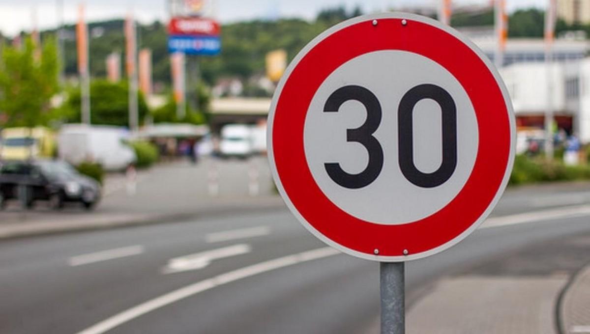 Скорость транспорта на улицах предлагается ограничить 30 км/ч