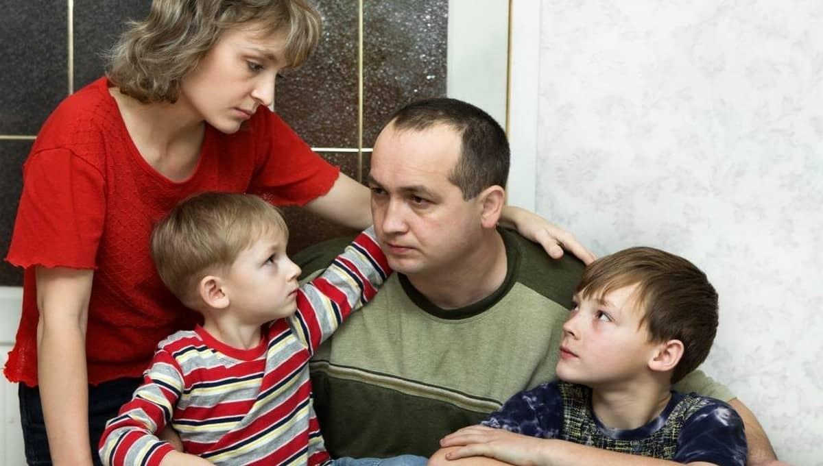 Власти изменили список семей, чьи дети летом получат выплаты по 10 000 рублей