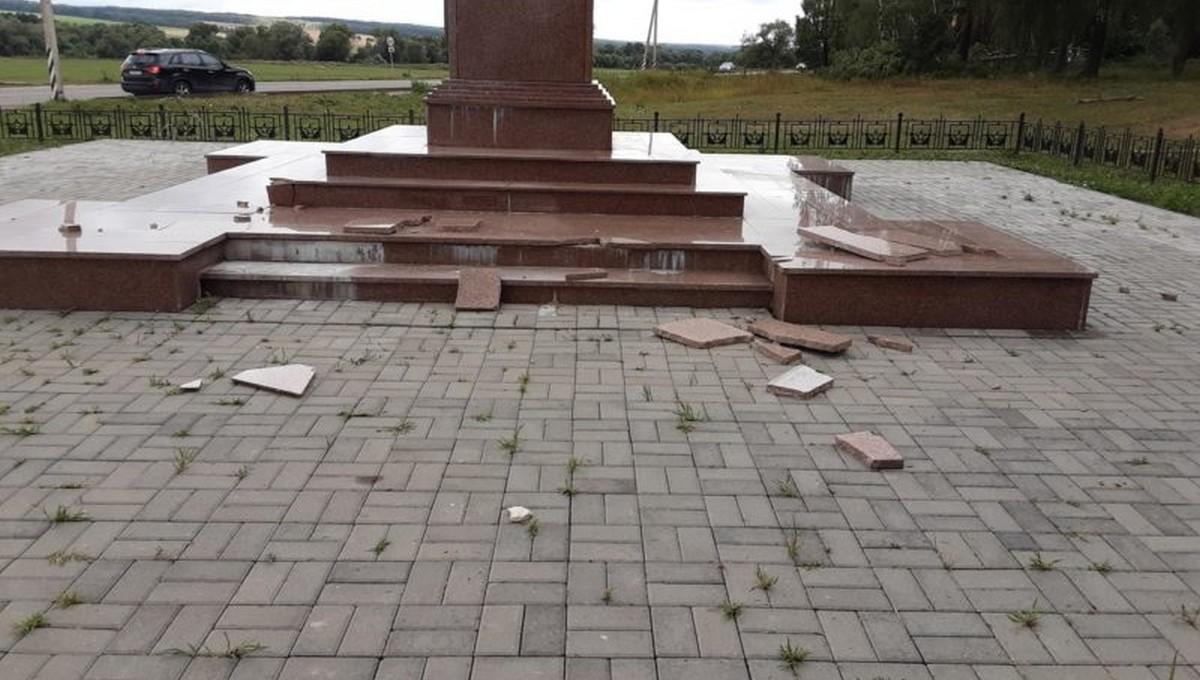 Ураган повредил стелу «Рубеж воинской доблести»