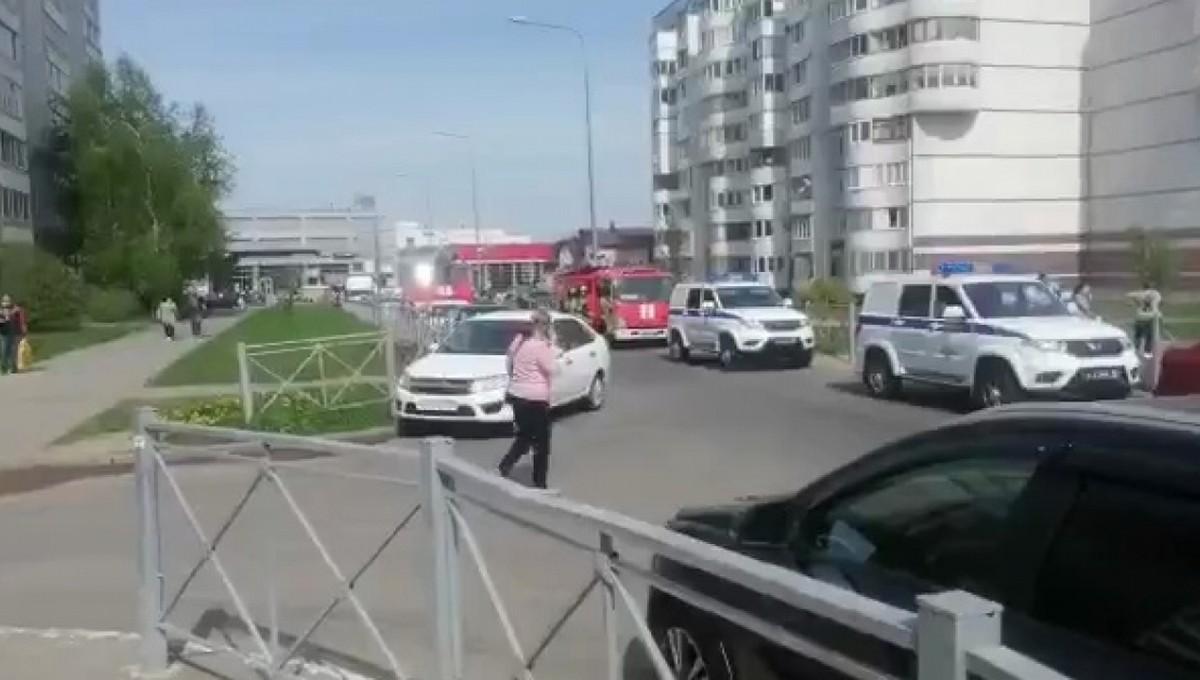 Неизвестные открыли стрельбу  в одной из школ Татарстана