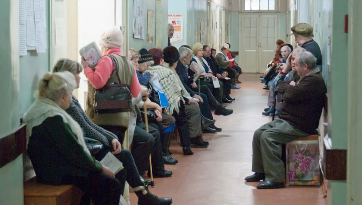 Всех пожилых людей в России нужно привить