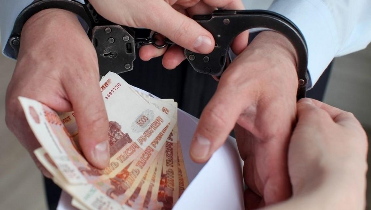 В Краснодаре задержали сотрудников ДПС с бешеными деньгами в служебной машине