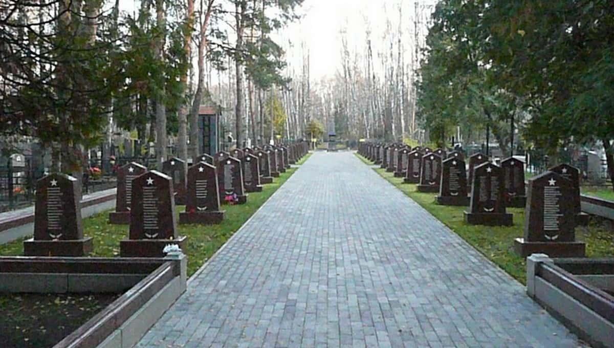 Мужчина посетил могилы родных и чуть не погиб