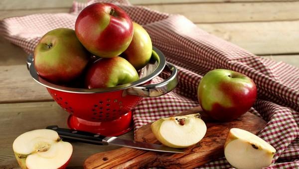 К каким серьезным последствиям может привести чрезмерное употребление яблок?