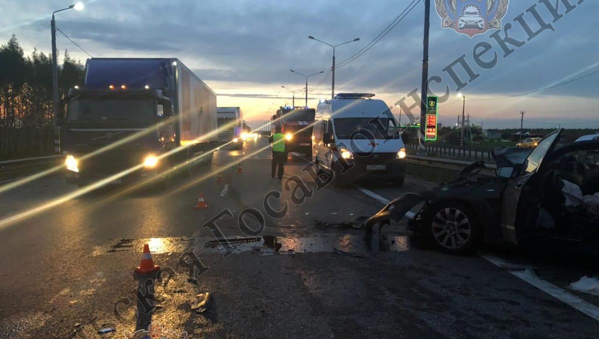 На трассе М2 в ДТП погибла пассажирка люксового кроссовера